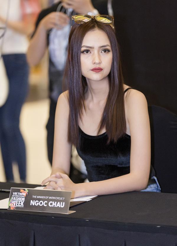 Ngọc Châu chia sẻ: Ngoài những gương mặt người mẫu đã có kinh nghiệm thì tôicũng khá bất ngờ với các bạn mới nhưng rất tự tin và thần thái cực kỳchuyên nghiệp, nhất là các bạn mẫu nhí.