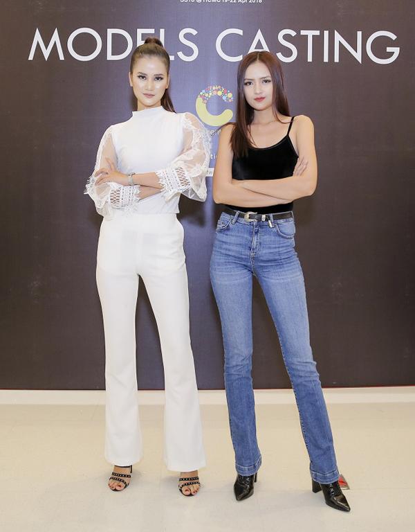 Hương Ly và Ngọc Châu cùng diện trang phục khoe nét trẻ trung và năng động khi cùng góp mặt trong chương trình.