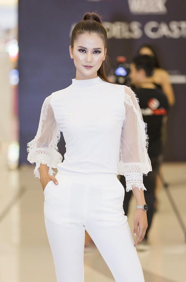 Sự kiện Tuần lễ Thời trang Quốc tế Việt Nam Xuân - Hè 2018 sẽ được diễn ra từ ngày 19/4đến 22/4tại Nhà thi đấu Nguyễn Du, TP.HCM.