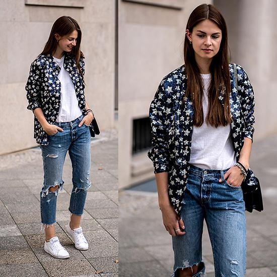 Hai gam màu trắng và xanh được phối hợp khéo léo để tạo nên set đồ trẻ trung gồm áo khoác hoạ tiết ngôi sao, jean rách, áo thun và giày sneaker tiệp màu.