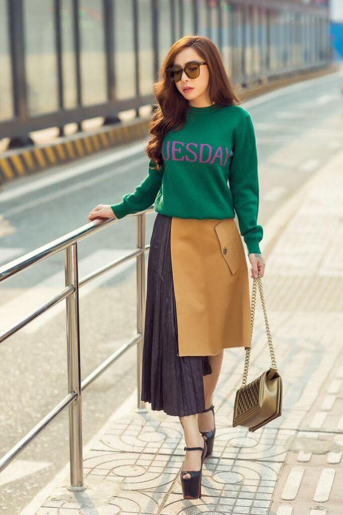 Á khôi Mai Diệu Linh khoe street style trẻ trung và cuốn hút - 8