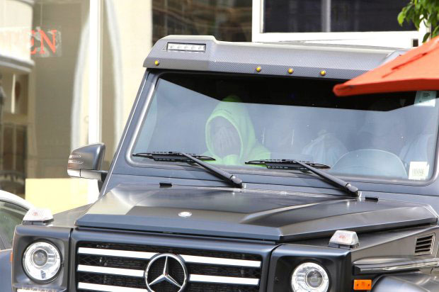 Justin Bieber bưng mặt u sầu trong xe sau khi chia tay Selena Gomez - ảnh 2