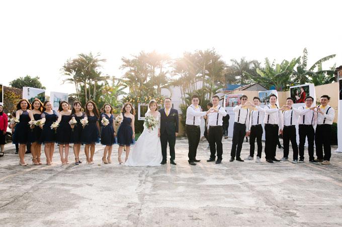 Dàn phù dâu, phù rể là những người bạn thân thiết của cả hai. Nhiều người đã bay từ Malaysia sang Việt Nam để hoàn thành vai trò đặc biệt của mình.