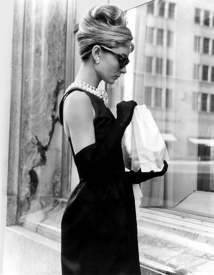 Những bộ đầm để đời của Audrey Hepburn do Givenchy thiết kế