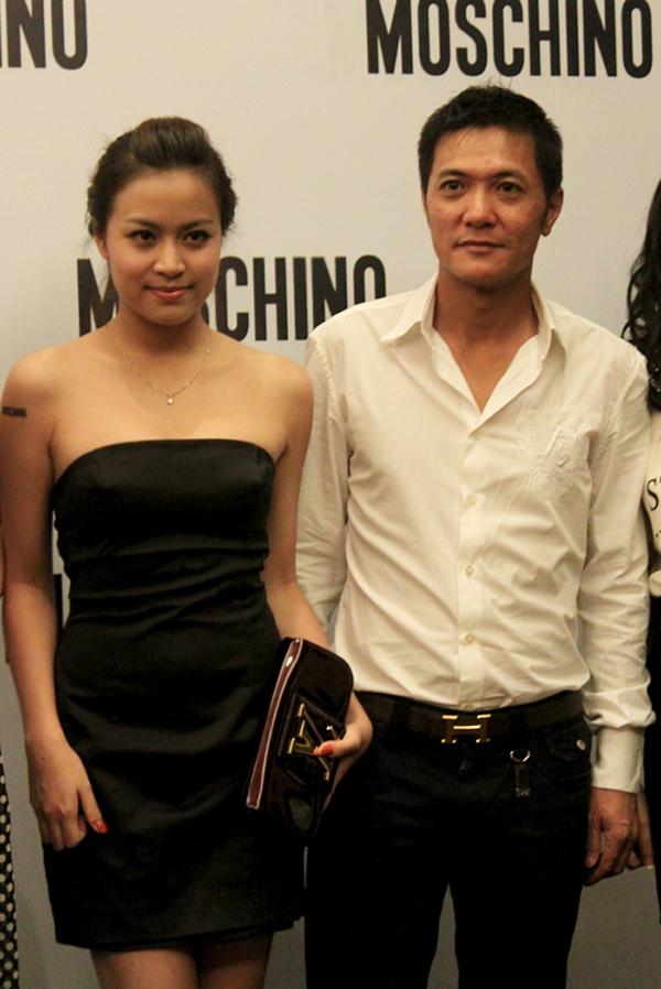 Năm 2010, Hoàng Thùy Linh ra mắt đĩa đơn đầu tiên mang tên Nhịp đập giấc mơ Sản phẩm này gây ấn tượng bởi chất lượng âm nhạc cũng như sự đầu tư của nữ ca sĩ trong vũ đạo cũng như dàn dựng MV. Hoàng Thùy Linh Thời gian này, Hoàng Thùy Linh hẹn hò với bạn trai tên quân, hơn cô 20 tuổi.
