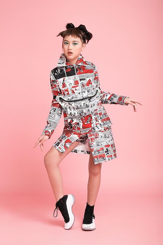 Áo khoác kiểu dáng độc đáo, chân váy phóng khoáng và mang lại sự năng động được lựa chọn cho trang phục của các bé gái.