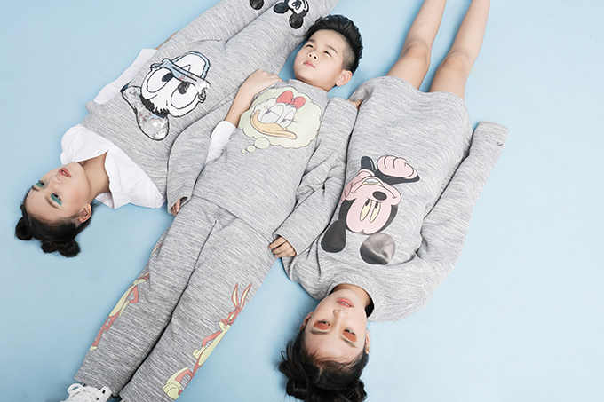 Vịt Donal, chuộc Mickey là hình ảnh quen thuộc và được sử dụng khá phổ biến ở dòng thời trang trẻ em. Nhưng nhà thiết kế trẻ đã thể hiện sự sáng tạo trong việc mang đến các mẫu trang phục thời trang đường phố đậm chất cá tính.