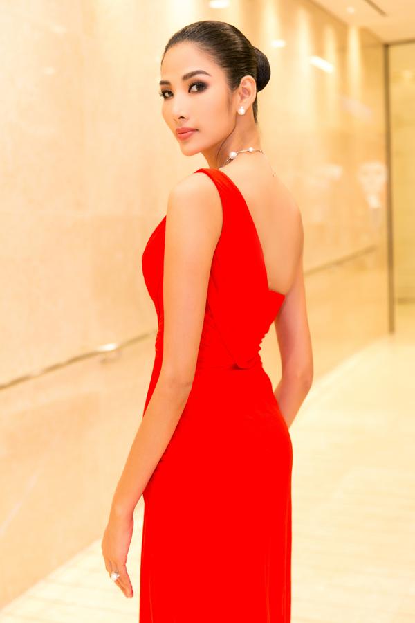 Hoa hậu HHen Niê và Á hậu Hoàng Thùy, Mâu Thủy gợi cảm đi sự kiện - 5