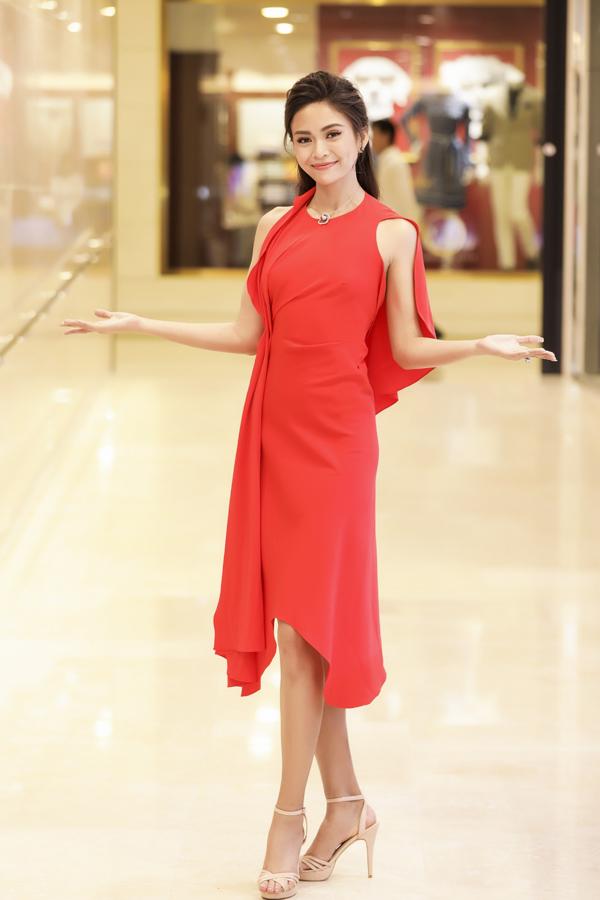 Hoa hậu HHen Niê và Á hậu Hoàng Thùy, Mâu Thủy gợi cảm đi sự kiện - 6