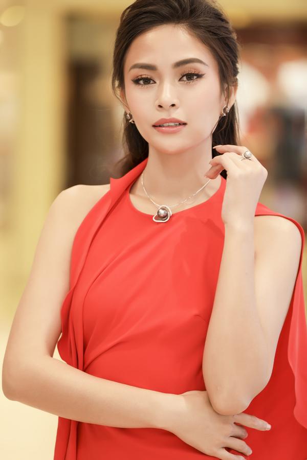 Hoa hậu HHen Niê và Á hậu Hoàng Thùy, Mâu Thủy gợi cảm đi sự kiện - 7