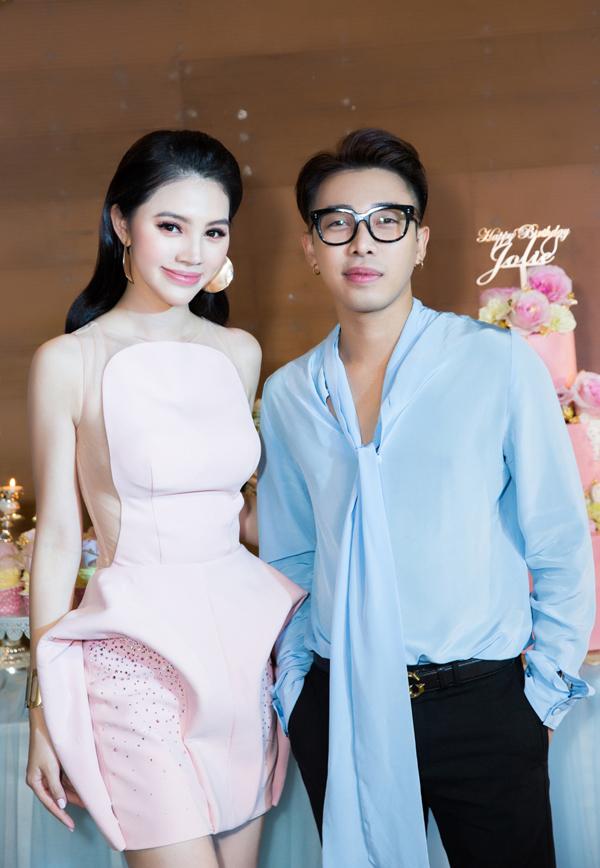 Stylist Hoàng Ku cũng có mối quan hệ thân thiết với Jolie Nguyễn.