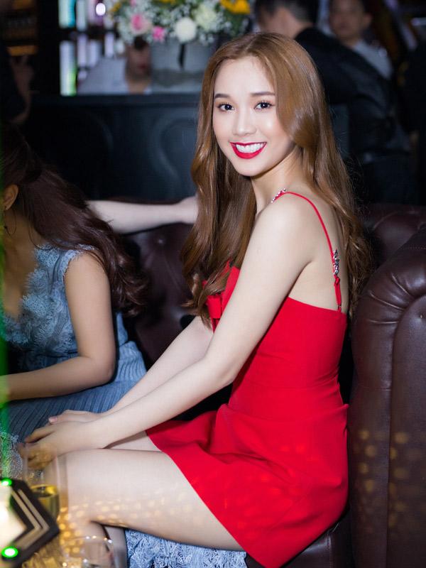 Diễn viên Quỳnh Hương của phim Sói trắng xinh tươi rạng rỡ.