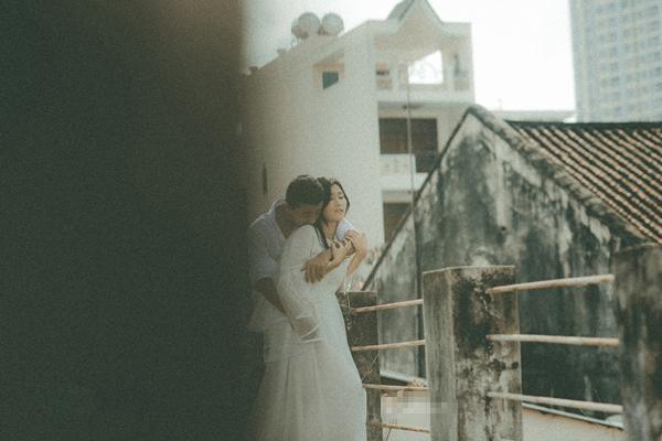 Phong cách cổ điển bao trùm bộ ảnh ấn tượng của cặp nhiếp ảnh gia và thợ make-up.