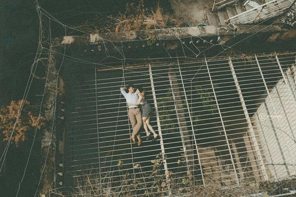 Bộ ảnh được chụp bằng phim màu qua ống kính của những người bạn thân với cô dâu, chú rể.