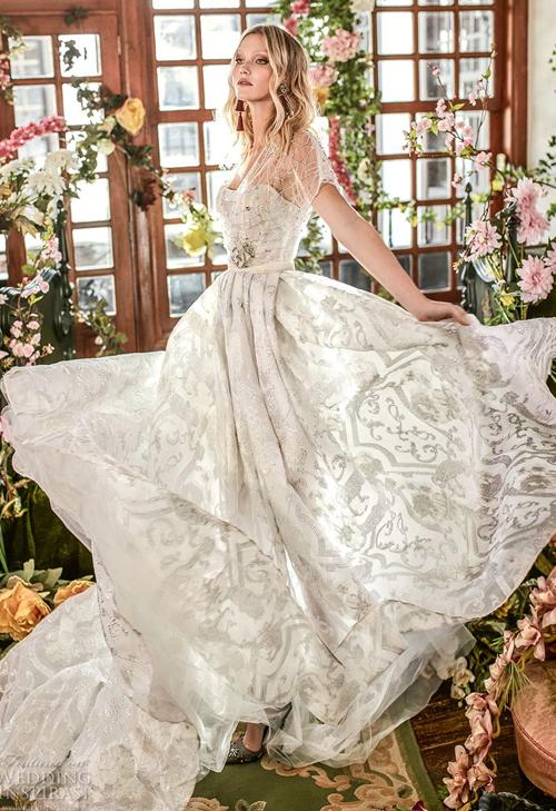 Những chiếc váy cưới chẳng đính kết cầu kỳ vẫn lộng lẫy - 9