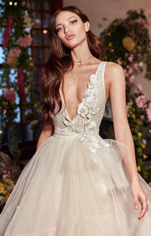 Thông qua thời trang ngày cưới, cô dâu có thể bộc lộ gu thẩm mỹ, cá tính của mình, để ngay cả những người chỉ gặp cô vài lần cũng đồng cảm được phần nào.