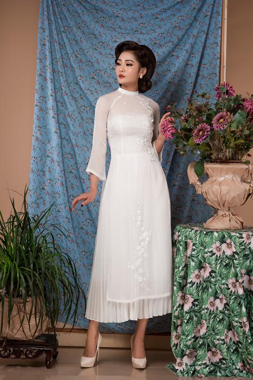 Cùng với váy cưới, áo dài là trang phục được xem như bắt buộc đối với các cô dâu. Tuy nhiên, trong các hoạt động trước tiệc cưới chính thức nhưdạm ngõ, mời nước khách ngày dựng rạp... cô dâu thường phải đi lại nhiều nên việc lựa chọn trang phục thoải mái, dễ vận động là tiêu chí được nhiều người nhắm tới.