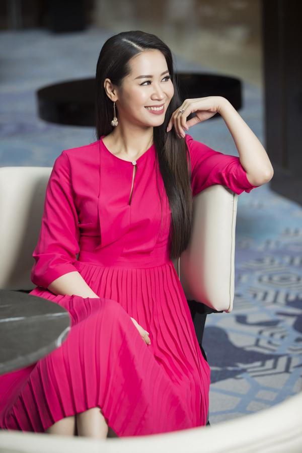 Bộ ảnh được thực hiện với sự hỗ trợ của nhiếp ảnh Vương Vũ, trang điểm Phương Thảo, làm tóc Cường Nguyễn, người mẫu Dương Thùy Linh.