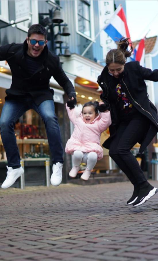 Mặc dù bận rộn quay phim, Marian và Dingdong vẫn cố gắng sắp xếp thời gian đưa con gái đi du lịch.