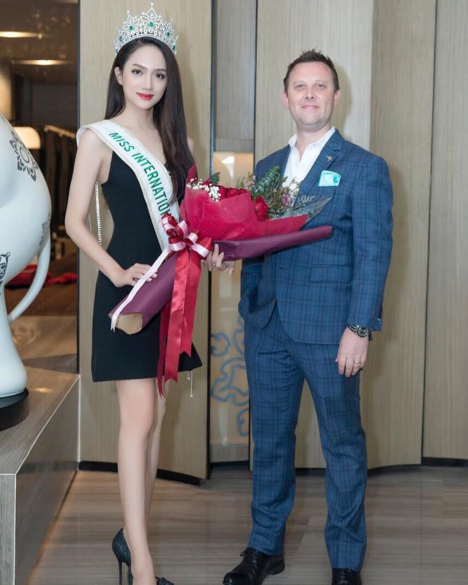 Váy áo gợi cảm của Hương Giang sau đăng quang Hoa hậu