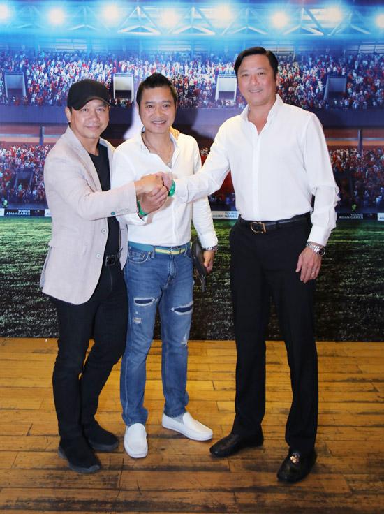 Tại buổi showcase, hai danh thủ Hồng Sơn và Huỳnh Đức đã đến chúc mừng ê kíp làm phim.
