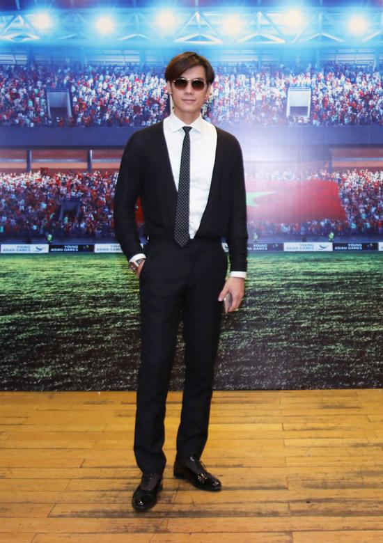 Nhan Phúc Vinh vào vai nam chính tên Phong của phim về bóng đá.
