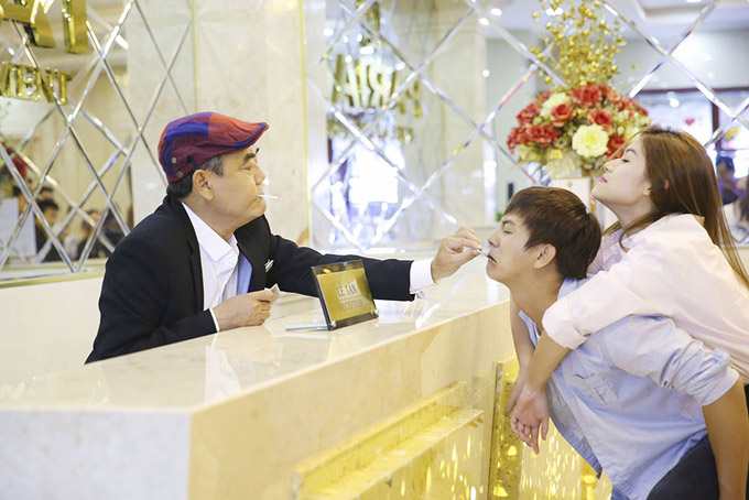 Hoài Lâm sợ chết khiếp trước mẹ vợ Trang Trần trong phim mới - 1