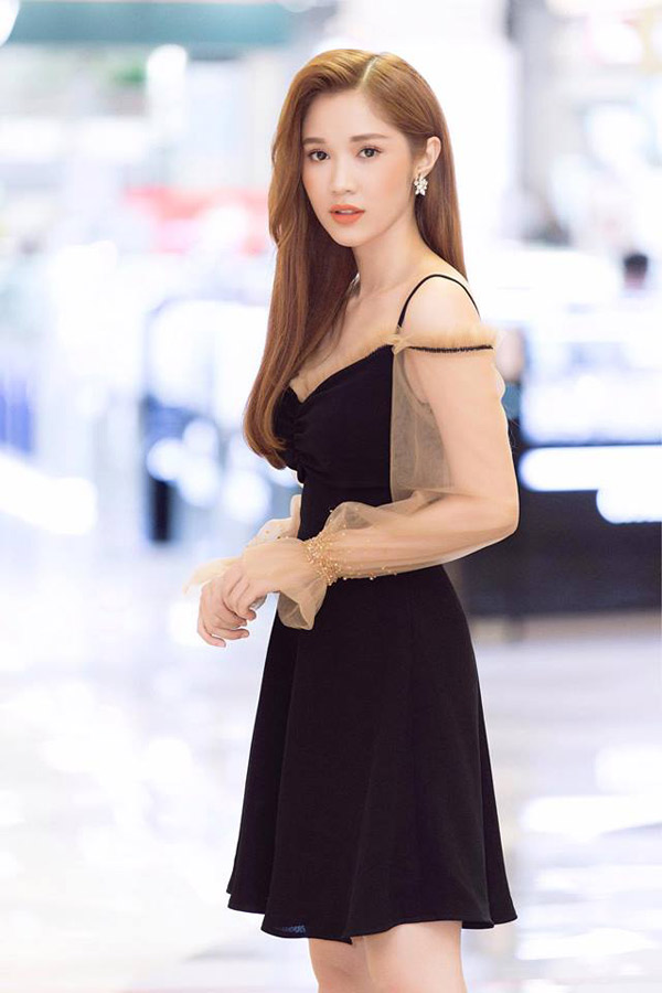 Diễn viên Quỳnh Hương khoe nhan sắc dịu dàng, mong manh khi đi sự kiện.