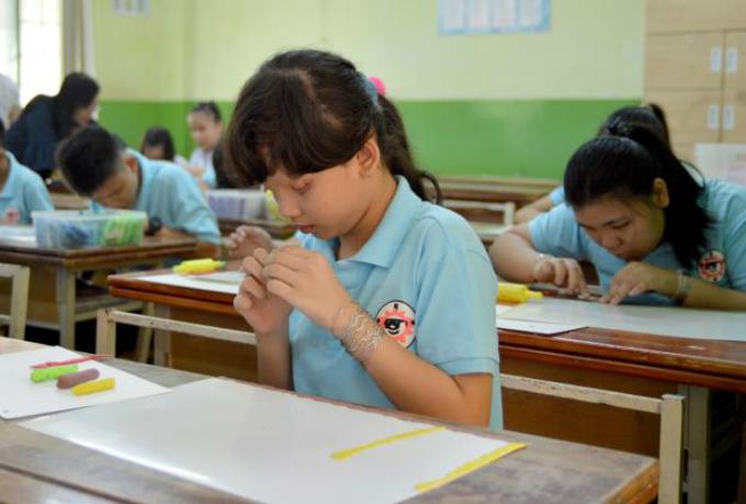 Loại hình tranh vẽ dành cho trẻ khiếm thị thu hút được sự quan tâm của nhiều học sinh trường phổ thông đặc biệt Nguyễn Đình Chiểu, trung tâm khiếm thị Nhật Hồng (TP HCM) và các trường tỉnh. Đặc biệt, tỉnh Bến Tre có hai học sinh chậm phát triển nhưng giàu tài năng về hội họa.