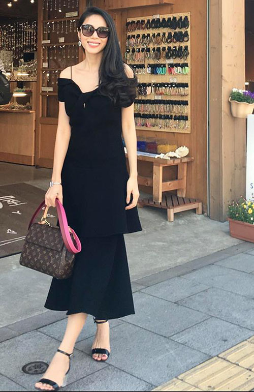 Thuỷ Tiên lên đồ theo phong cách lady quyến rũ, xuống phố ngày cuối tuần.