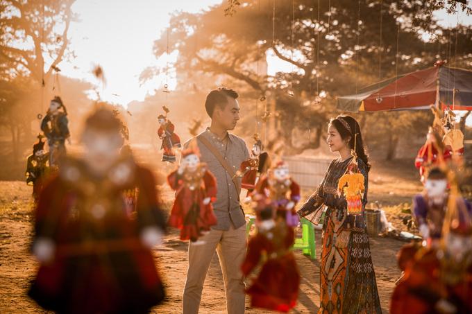 Cô dâu chú rể cũng nên lưu lại những khoảnh khắc khi hòa mình vào không gian văn hóa và các hoạt động cùng người dân địa phương.