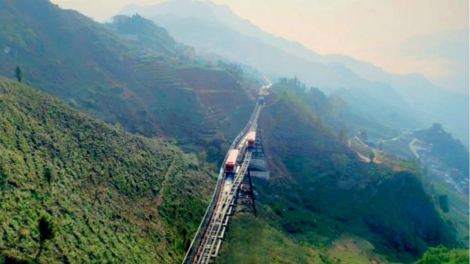 Tuyến tàu hỏa này có tổng chiều dài xấp xỉ 2 km.