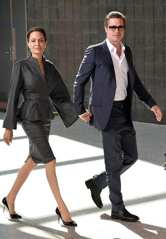 Gần 2 năm kể từ khi chia tay, Angelina và Brad Pitt cũng chưa một lần được trông thấy ở gần nhau. Nguồn tin tiết lộ trên ET, ông bà Smith hiếm khi gặp mặt và khó có khả năng hai người tái hợp.