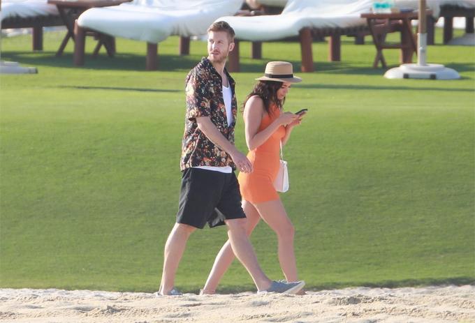 Trong khi Calvin quanh quẩn hợp tan - tan hợp với bạn gái cũ, Taylor đã có hai mối tình mới sau khi họ chia tay. Nữ ca sĩ hẹn hò tài tử Tom Hiddleston vào hè 2016 và nam diễn viên Joe Alwyn từ đầu năm ngoái đến nay.