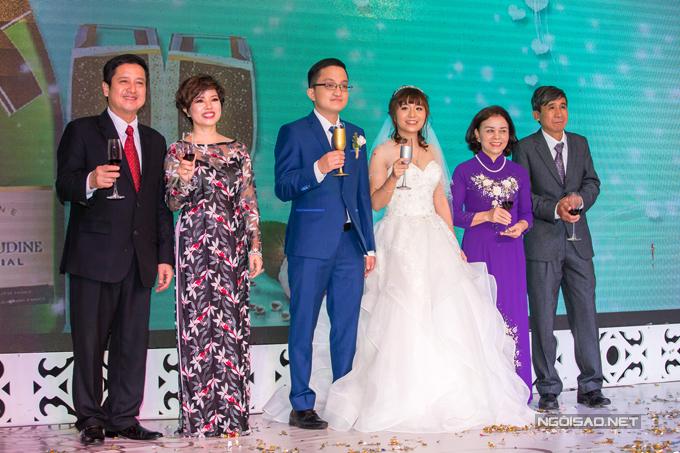 Chí Trung cũng gửi lời cám ơn đến các vị quan khách đã đến dự ngày vui của hai con.