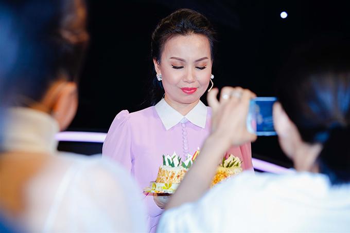 Cẩm Ly rất hạnh phúc vì mọi người vẫn nhớ đến ngày đặc biệt của chị dù đang bận rộn làm việc.