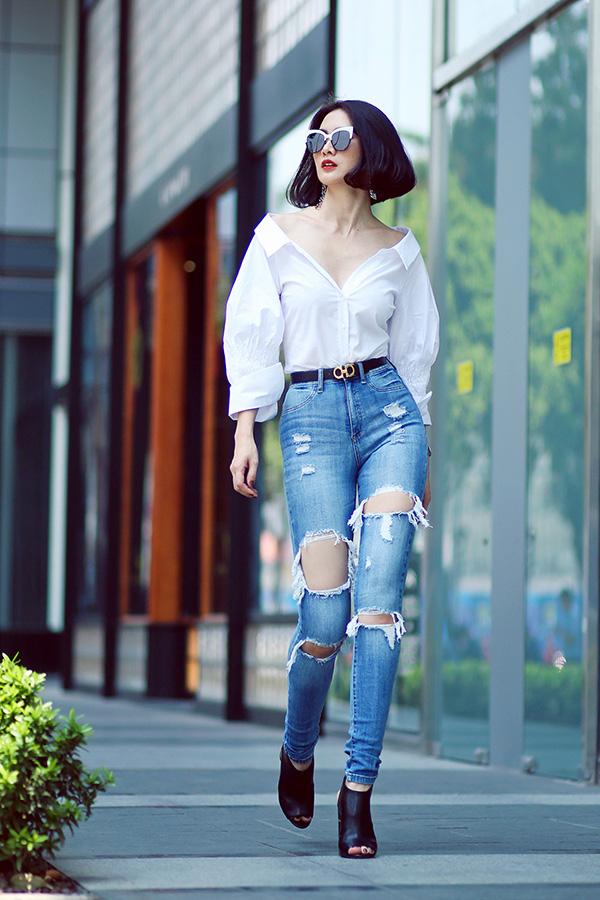 Anh Thư từng là một trong những người mẫu hàng đầu của thời trang Việt. Trước kia, cô cùng chồng cũ lập công ty, đào tạo ra nhiều lớp người mẫu. Học trò của Anh Thư có nhiều người mẫu nổi tiếng đang hoạt động sôi nổi.