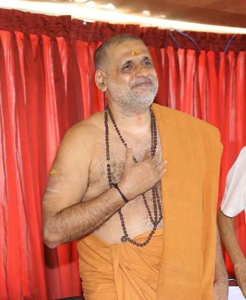 Swamy Gangeshananda trong cuộc họp báo hôm 28/3. Ảnh: