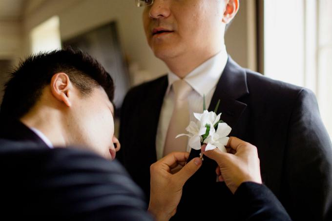 Trước giờ diễn ra hôn lễ, chú rể có phần hồi hộp và lo lắng.