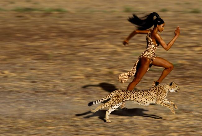 Siêu mẫu sinh năm 1970 là nàng thơ của NTK Azzedine Alaïa khi còn sống và là người mẫu da đen đầu tiên xuất hiện trên trang bìa tạp chí Vogue và Time của Pháp.