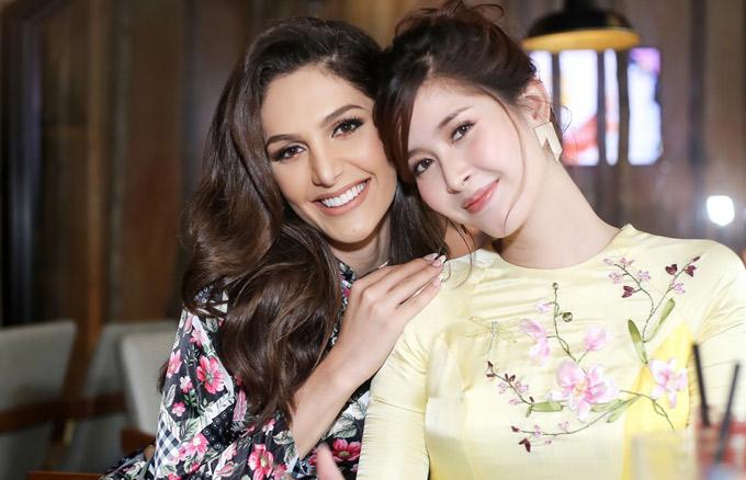 Người đẹp Brazil và Á hậu chuyển giới Thái Lan duyên dáng trong tà áo dài Việt Nam.