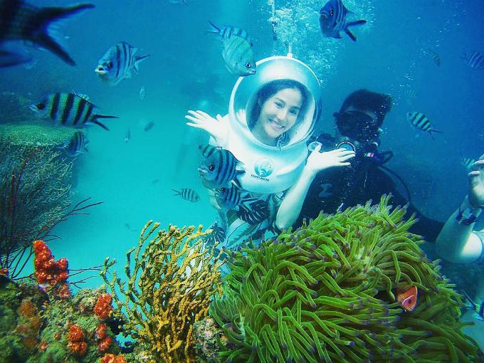 Tháng 3 là mùa du lịch cao điểm ở Phú Quốc và các hòn đảo phía Nam. Đầu tháng, Diễm My 9X khoe ảnh tham gia lặn biển ngắm san hô tại Kiên Giang. Đây đang là trải nghiệm được nhiều du khách lựa chọn ở Việt Nam.