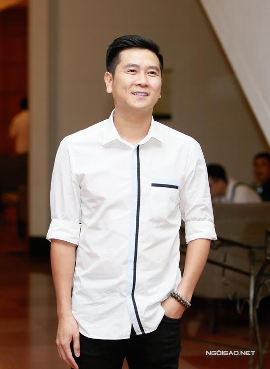 Nhạc sĩ Hồ Hoài Anh dự đám cưới một mình mà không có bà xã Lưu Hương Giang.