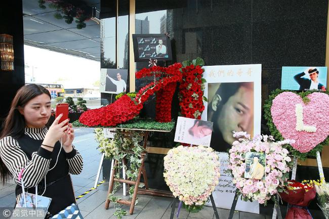 Một ngày trướcđó, hôm 31/3,đội ngũ fan của Trương Quốc Vinhđã tổ chức các hoạtđộngđể nhớ về anh. Sự kiện diễn ra trong hai ngày, thu hútđôngđảo người tới tham quan vàđặt hoa tưởng niệm.