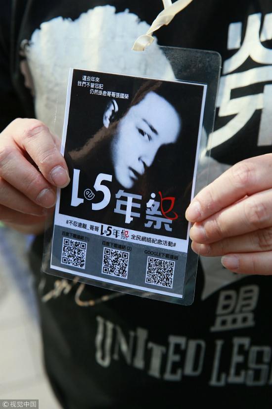 Fan xếp hàng tạikhách sạn Trương Quốc Vinh nhảy lầu để thắp hương tưởng nhớ - 5
