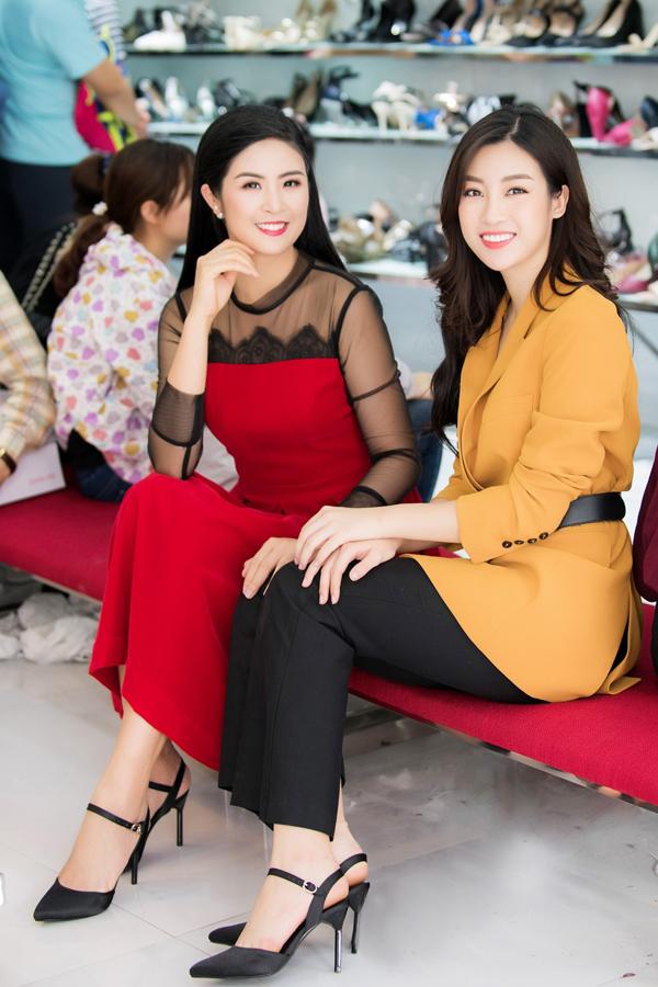 Sau đăng quang Hoa hậu, Hương Giang đi mua giày giá 200.000 đồng - 6
