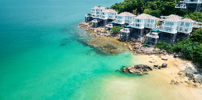 Premier Village Phu Quoc Resort gồm 227 biệt thự hai tầng, tựa lưng vào núi rừng, hướng tầm nhìn ra đại dương.