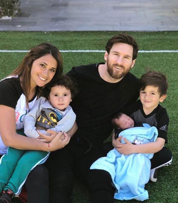 Gia đình 5 người của Messi và Antonella Roccuzzo. Ảnh: NN.