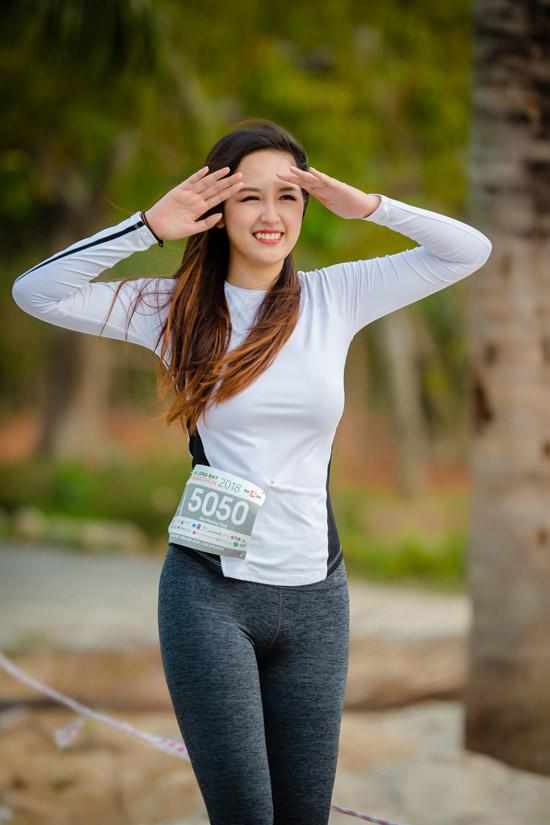 Sáng sớm ngày 1/4, Mai Phương Thúy có mặt tại Tuần Châu, Hạ Long để tham gia giải chạy marathon nhằm gây quỹ cho tổ chức Operation Smile. Hoa hậu là đại sứ của tổ chức này đã nhiều năm nay và luôn nhiệt tình tham gia các sự kiện nhằm quyên tiền phẫu thuật cho những trẻ em bị dị tật trên gương mặt.