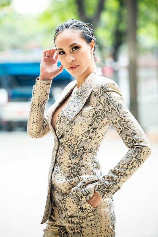 Cô từng đoạt giải vàng Siêu mẫu Việt Nam 2012 nên được ban tổ chức mời chấm thi vòng loại của cuộc thi năm nay. Từ nhiều năm nay, Phương Mai đã rời xa sàn catwalk để theo đuổi công việc MC song ngữ.